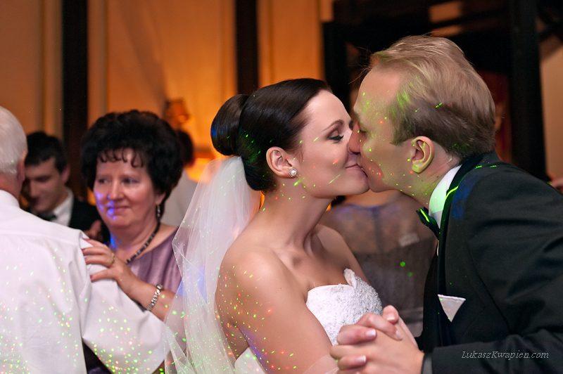 …już niedługo zapraszam do obejrzenia większej ilości zdjęć z ich niezwykle sympatycznego ślubu.